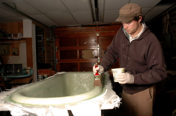 How to Paint a Fiberglass Tub Enclosure | eHow.co.uk